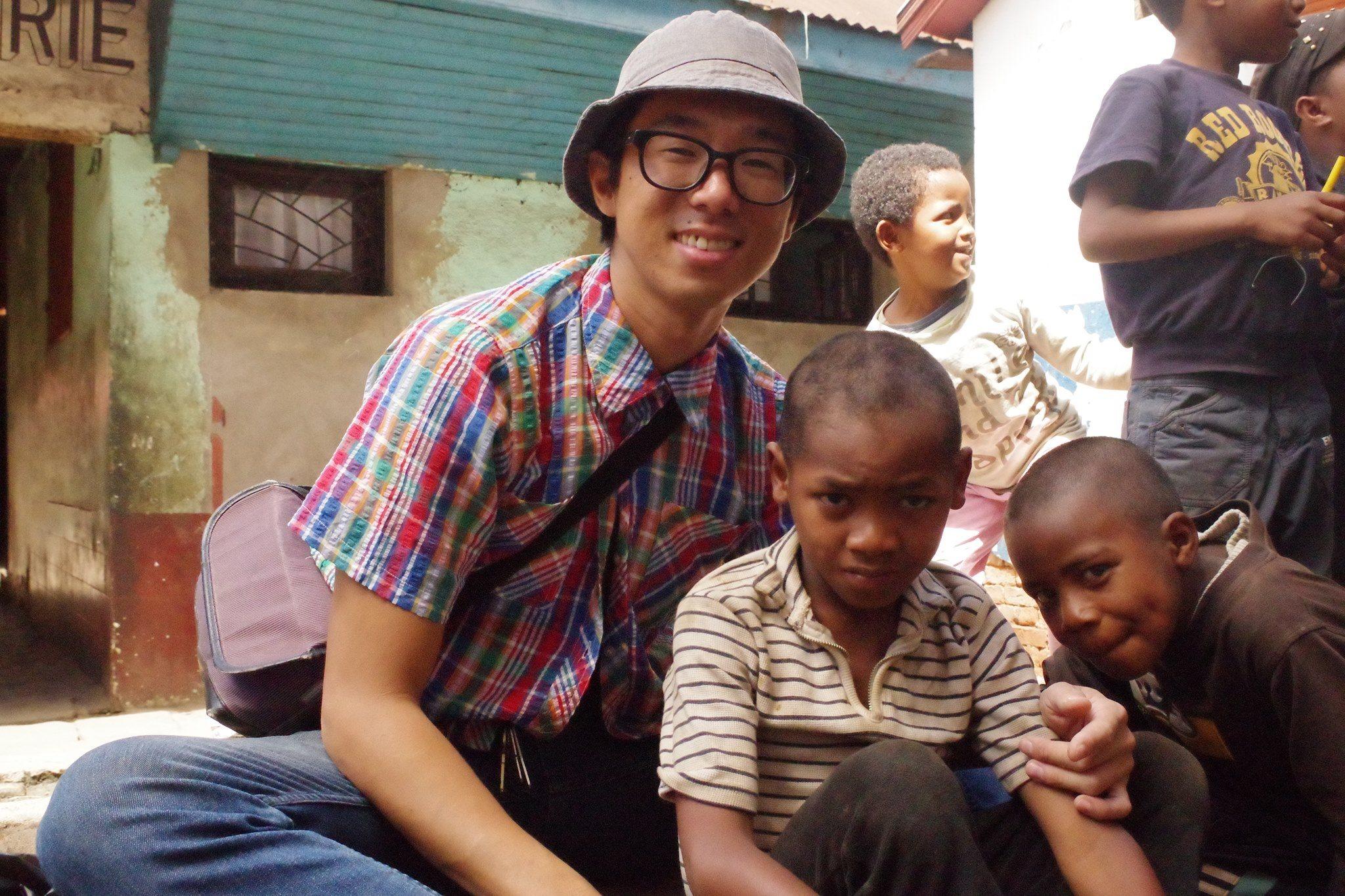 Yushi avec les enfants